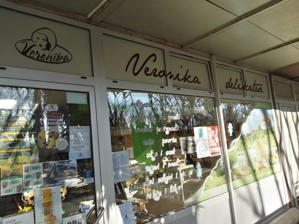 Pravo Zdravo sokovi u trgovini Veronika Delikatese